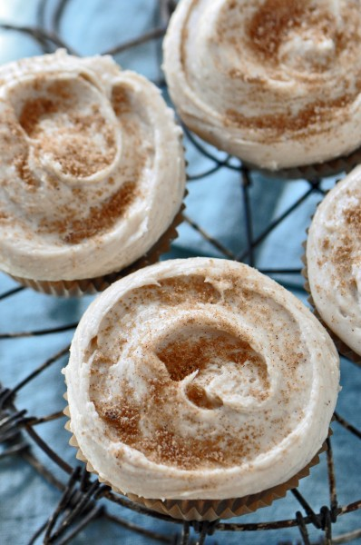 """Buttermilk Streusel Swirl Cupcakes with Brown Sugar Cinnamon Frosting Recipe"""