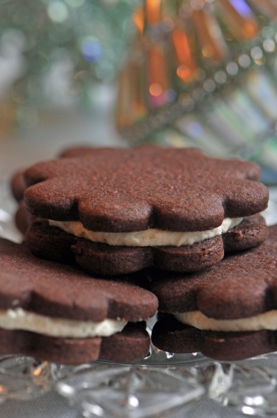 """Dark Chocolate Sandwich Cookies with White Chocolate Filling Recipe"""