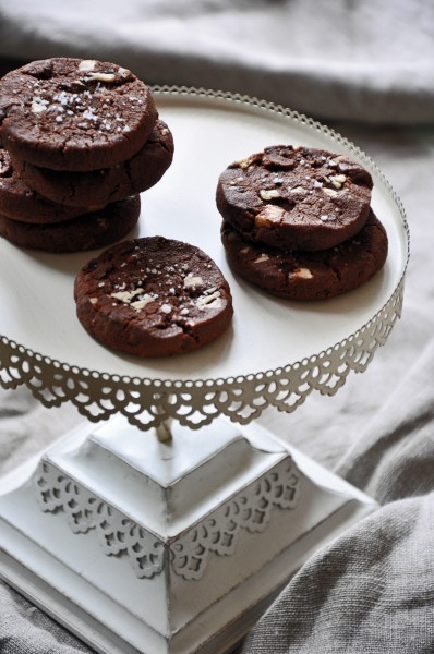 Cocoa Nib Chocolate Cookies with White Chocolate and Fleur de Sel012613002PSE