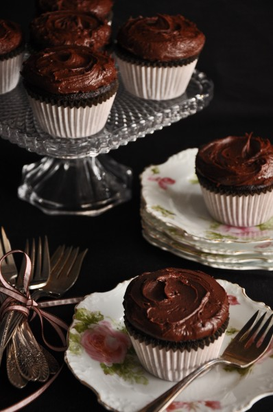 Cinnamon Scented Devil's Food Cupcakes Recipe